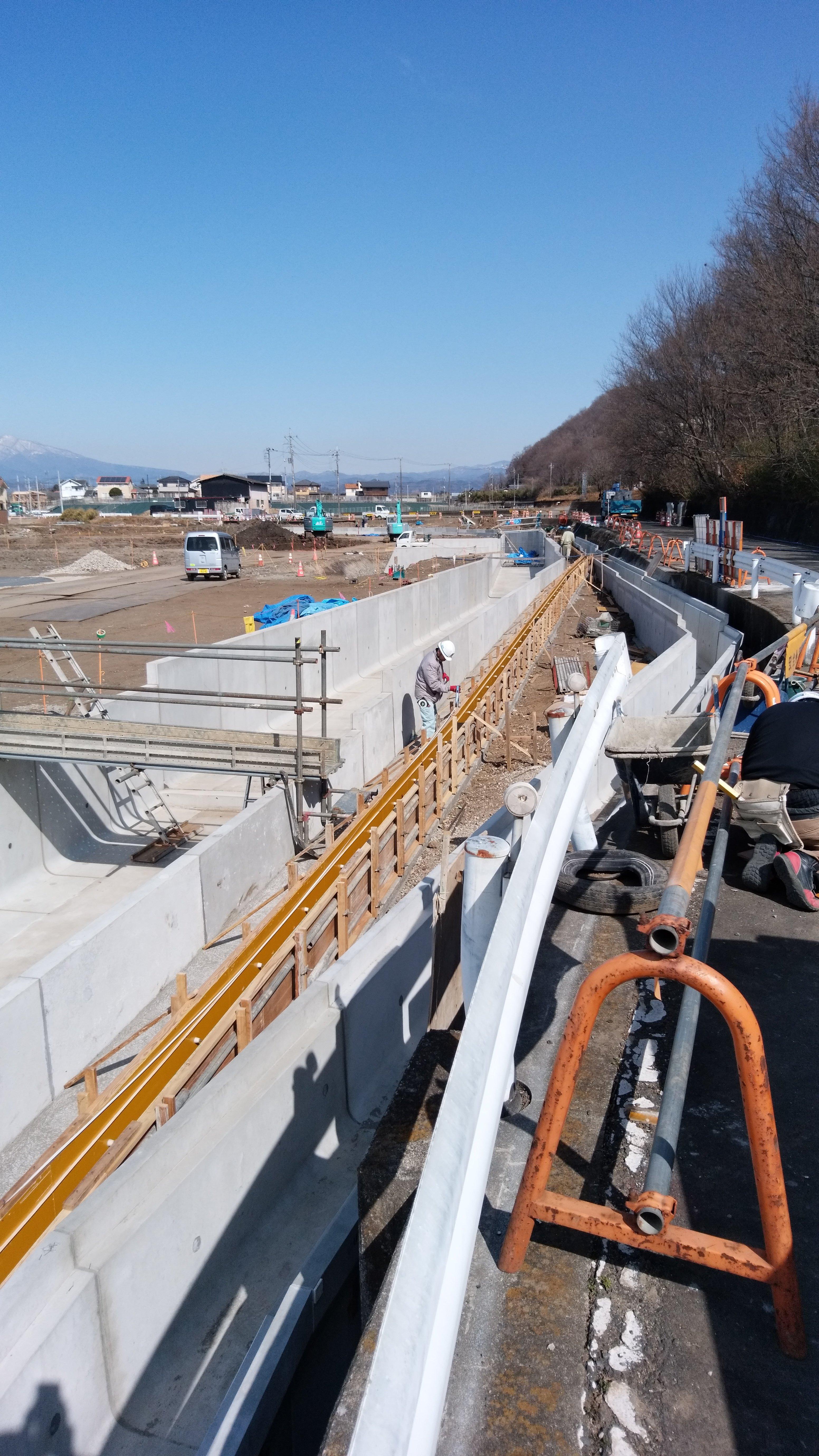 L型水路工事調節池の工事です!